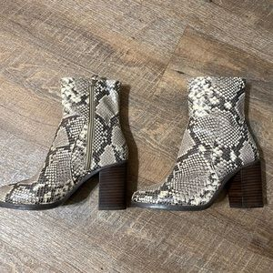 Perfect condition Steve Madden snake skin booties